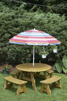 Outdoor Furniture - Wood 4' Round 5 Piece Set