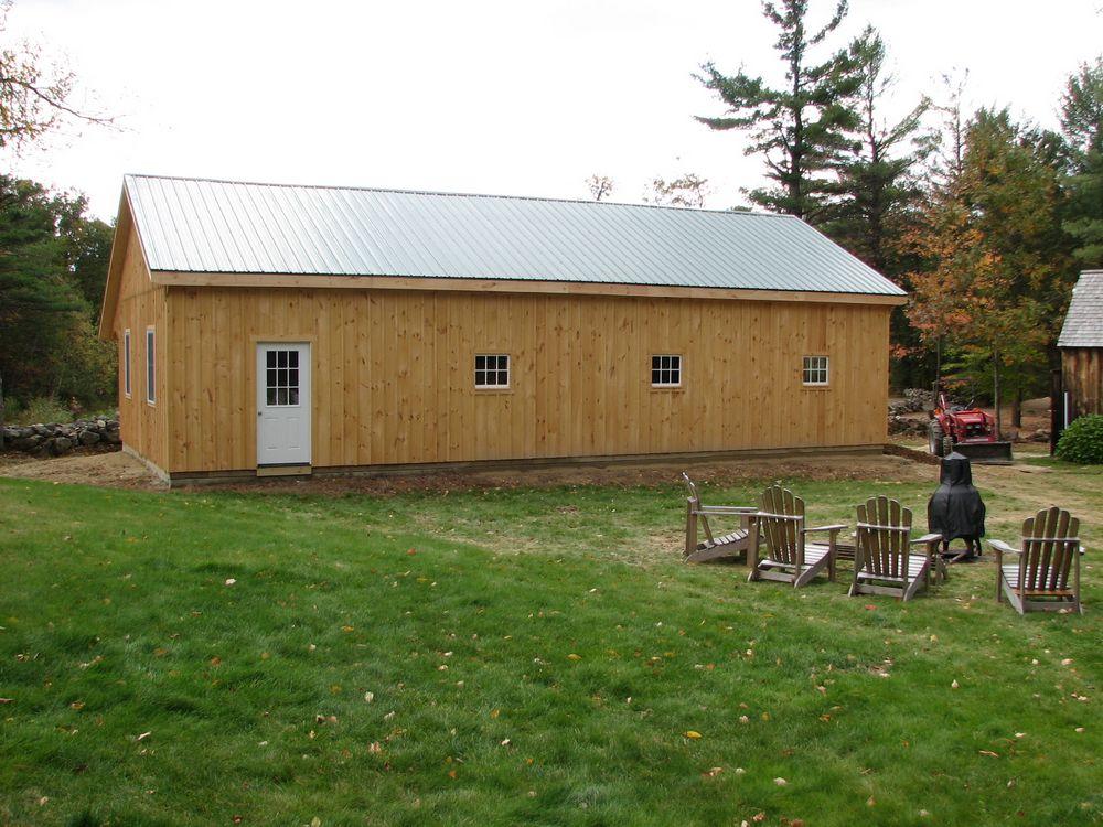 Horse barns variuos style horse barns quality horse barns for Red barn prefab