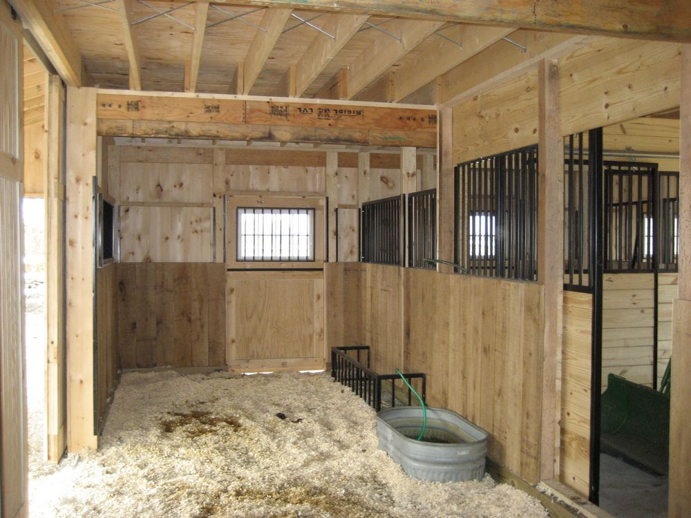 Horse barns variuos style horse barns quality horse barns for Two stall horse barn