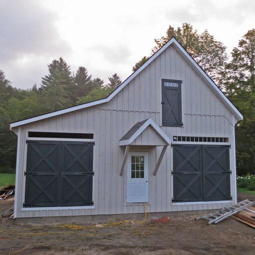 Prefab single car garages custom barns and buildings for Modular carriage house garage